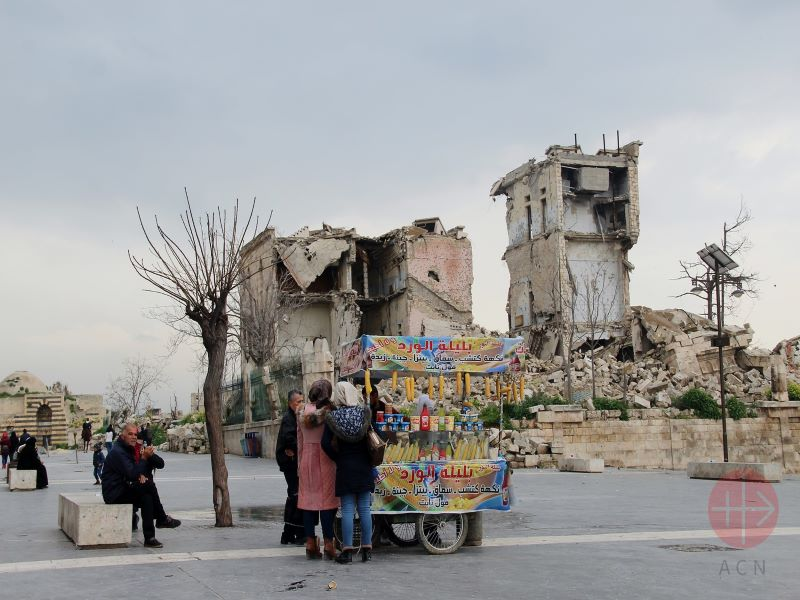 Siria carrito de comida con ruinas a su espalda para web