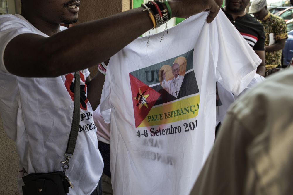 Mozambique polera del viaje papal foto AP