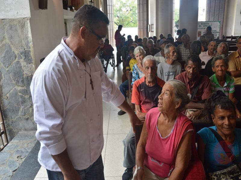 venezuela chef conversa con la gente para web