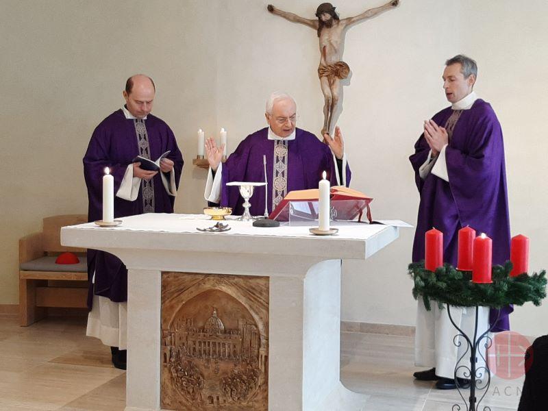 cardenal piacenza en misa durante adviento para web