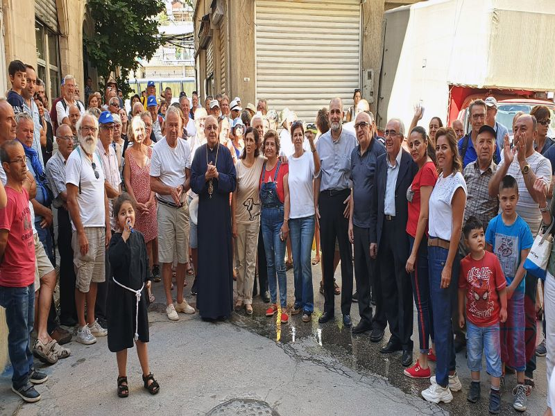 Libano Archbishop John Darwish with Syrian refugees para web