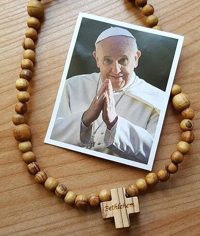 Rosario con foto del Papa