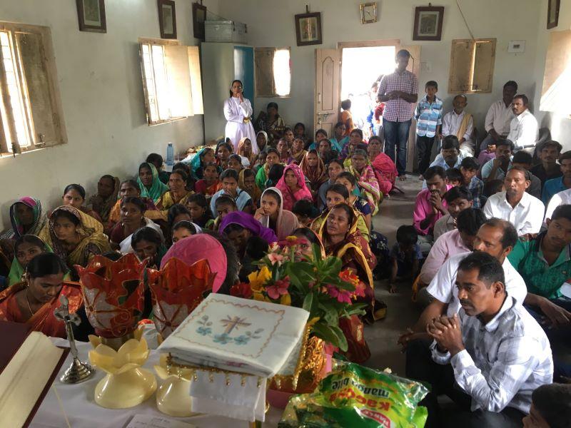 India grupo en capilla para web