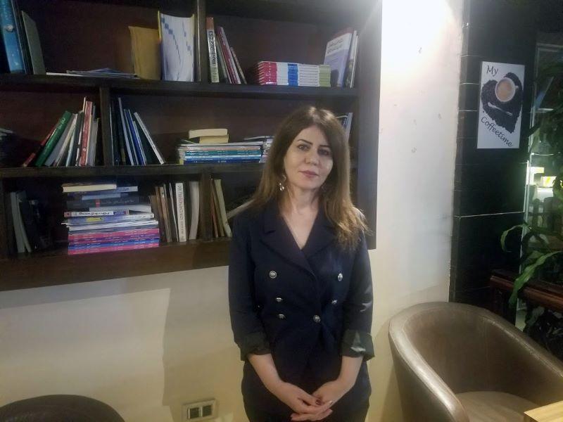 Irak profesora Muna de pie pa web