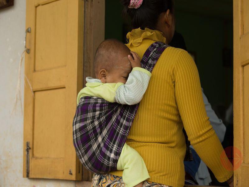 Myanmar rohinya mama con guagua para web