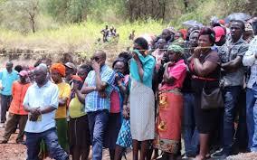Kenya fieles esperan noticias del sacerdote asesinado