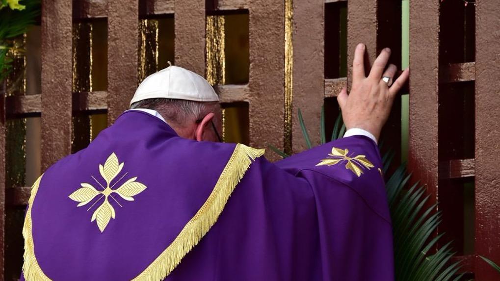 Papa francisco abre puerta santa en centroafrica