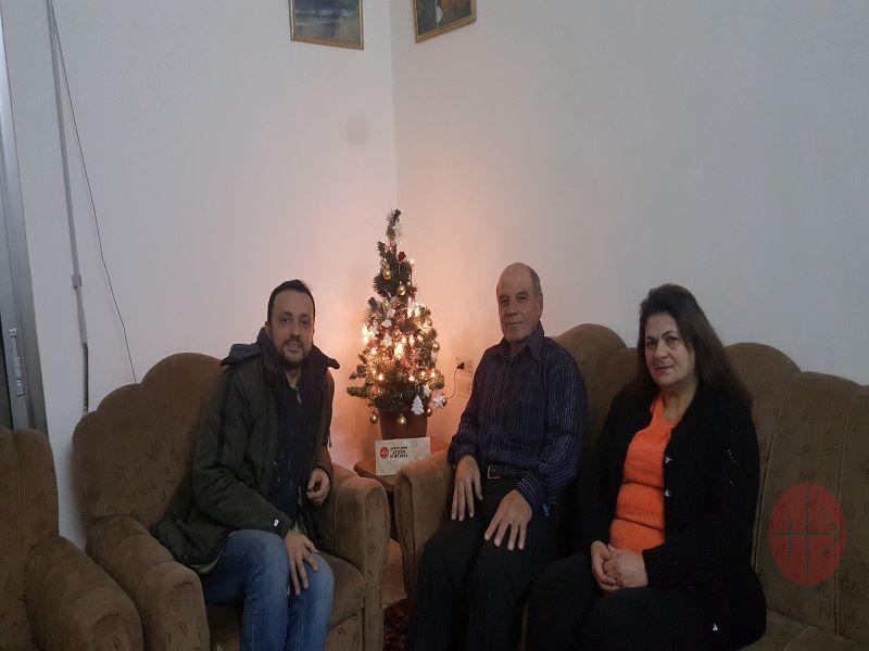 Siria familia Ghattas con arbol de Navidad para web