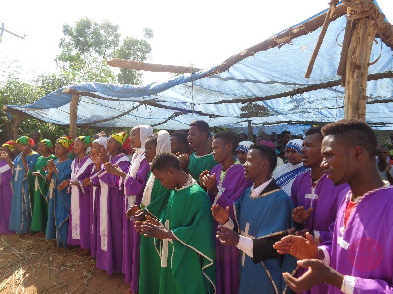 etiopia celebrando la nueva capilla para web