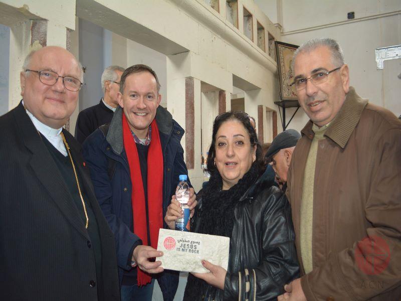 siria padre halemba para web entrega ladrillo jesus es mi roca a una familia