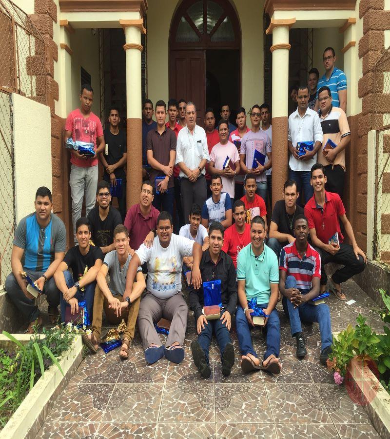 Brasil Rio Blanco seminaristas en la puerta para web