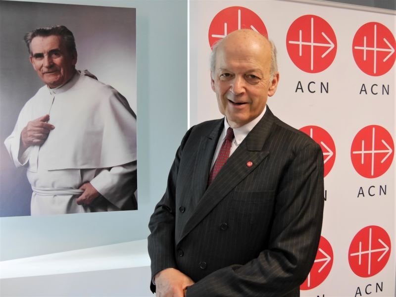 Heine con padre werenfried atras para web