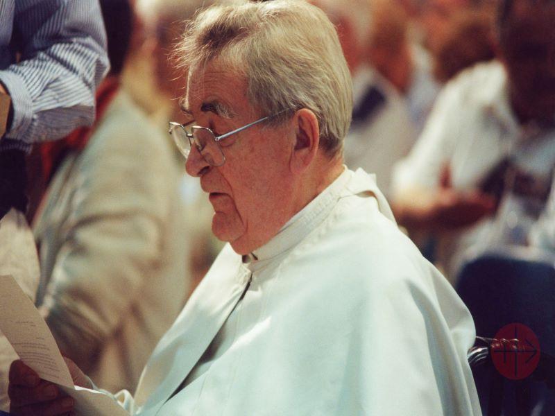 padre werenfried leyendo discurso para web
