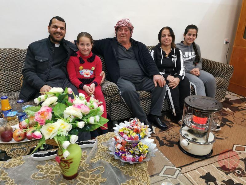 Irak familia de retornados Hans Hanna con padre para web