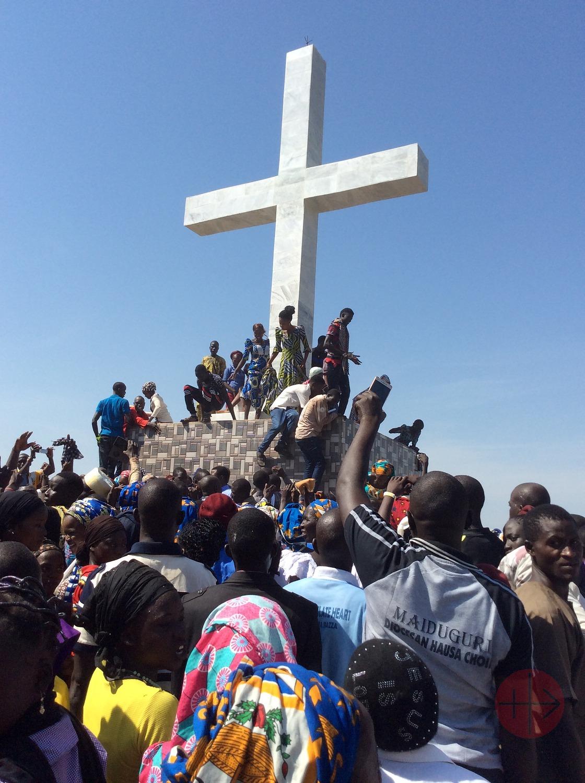 Nigeria Maidiguri personas en gran cruz