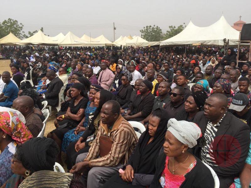 Nigeria masivo funeral de Michael en el seminario del Buen Pastor para web