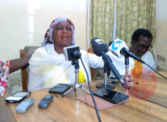Nigeria rebeca madre de leah en conferencia de prensa