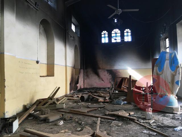 Irak Batnaya interior iglesia todo destruido