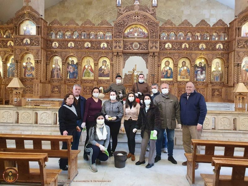 Siria Alepo limpian iglesia para recibir icono.jpg 5 web