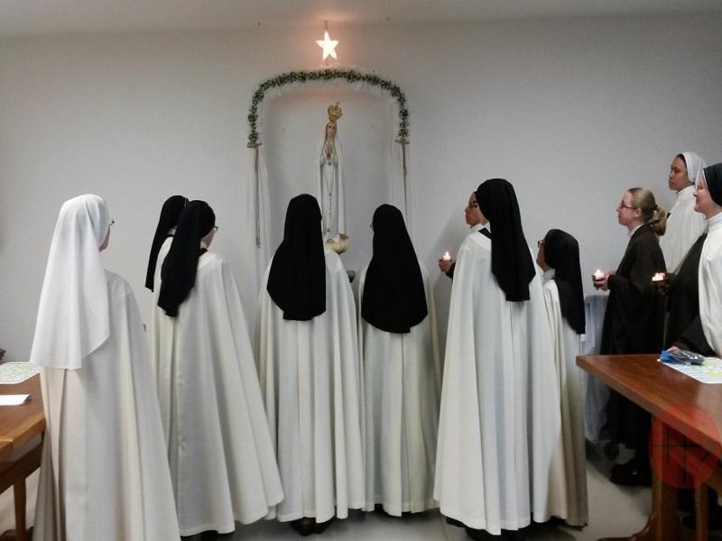 Colombia carmelitas rezando web