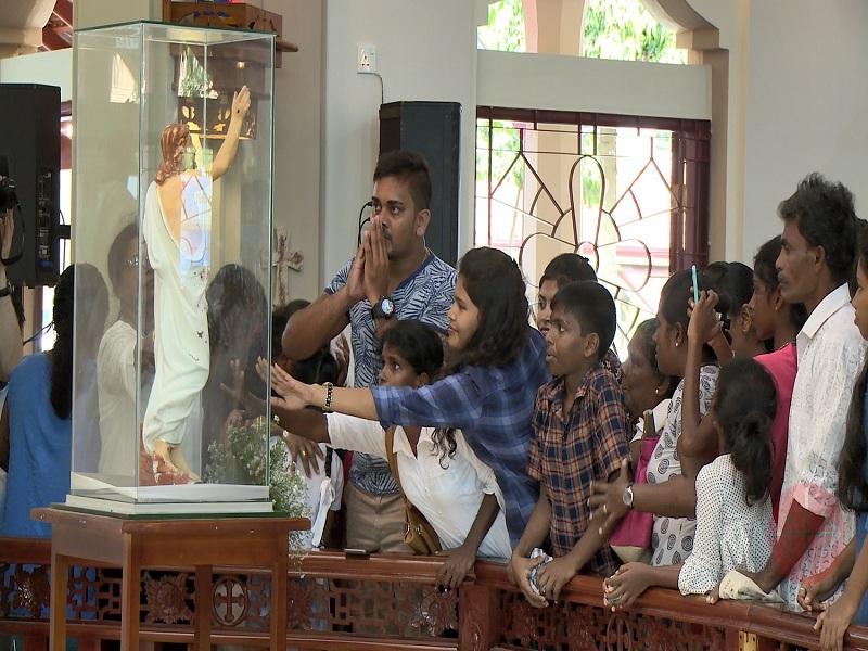 Sri Lanka gente frente a cristo web