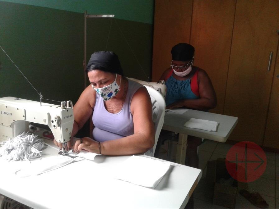 Brasil cosiendo mascarillas