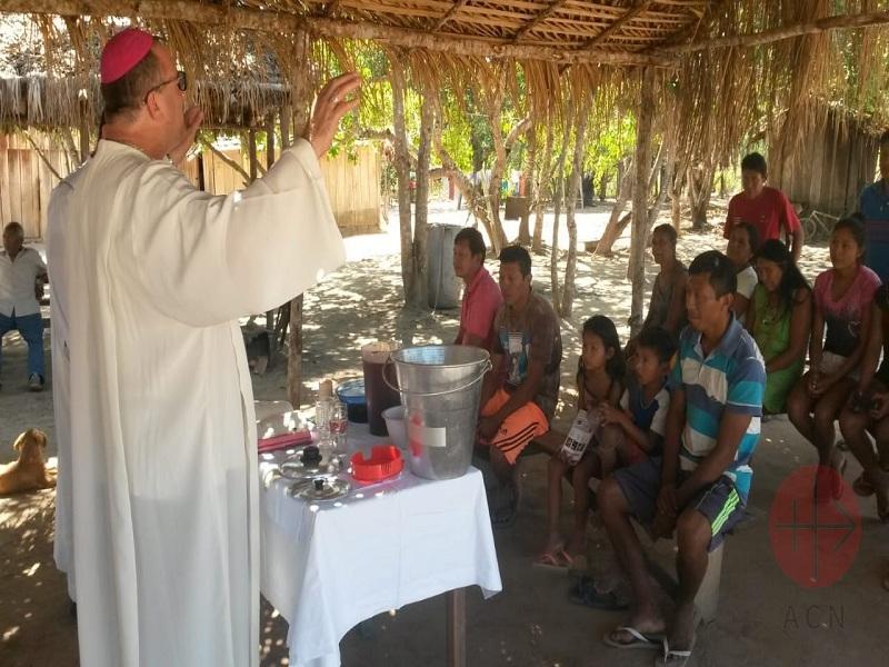 El impacto de tu donación, independiente de su monto, es profundo: ayuda a que la fe crezca y florezca en aquellas comunidades necesitadas, que no pueden colaborar en la mantención de su sacerdote.