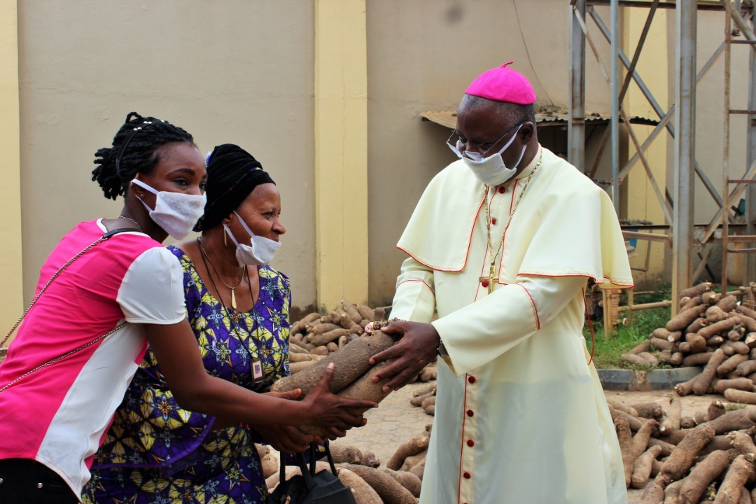 NigeriaArchbishop Kaigama distributes palliatives to vulnerable Nigerians, 25 April 2020.PLEASE NOTE: THESE PICTURES ARE NO PROJECT PICTURES BUT ILLUSTRATION PICTURES ABOUT THE WORK OF THE CHURCH IN CORONA TIMES.