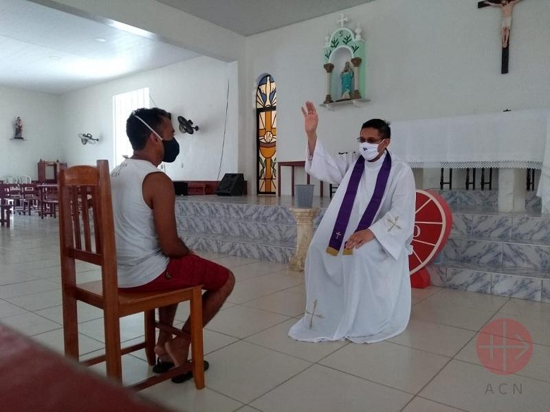 Brasil Itapipoca Franciscan Father Danisio Silva web