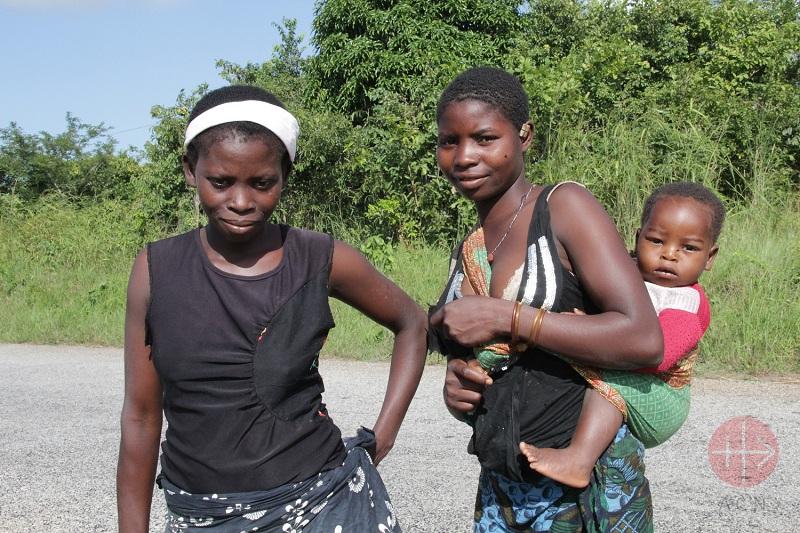 Mozambique Pemba mujeres con sus hijos