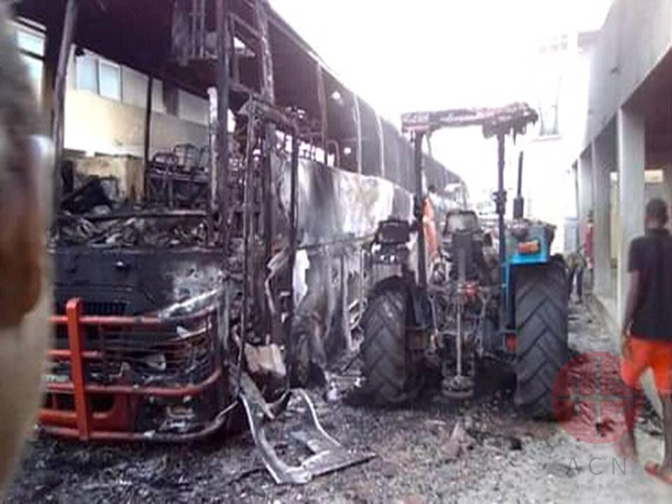 Mozambique micro quemada ataque en marzo