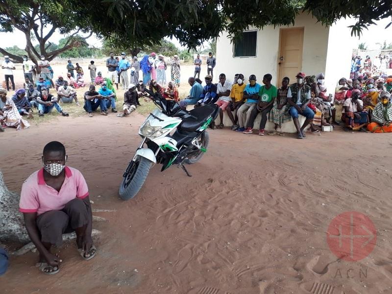 Mozambique personas huyen de los yihadistas web