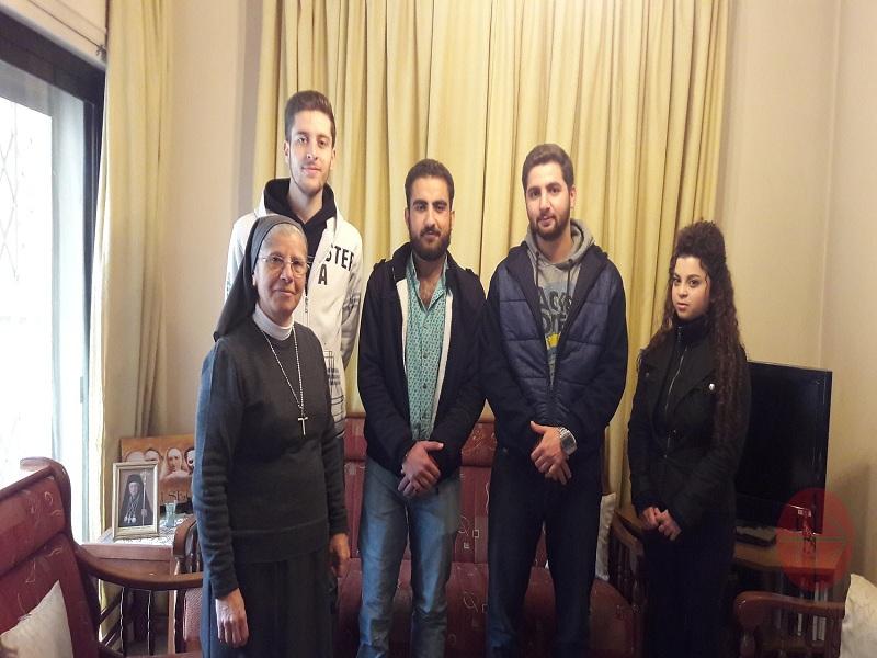 Siria hermana Chanaa y estudiantes