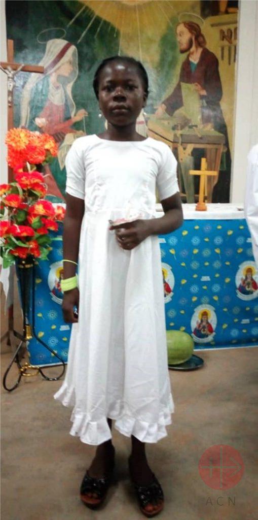 Burkina Faso niña en su primera comunion