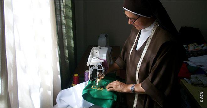 Venezuela religiosa cosiendo