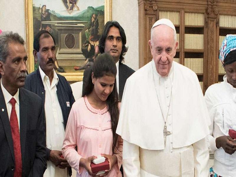AsiaBibiFamilia_PapaFrancisco_VaticanMedia_20032018 web