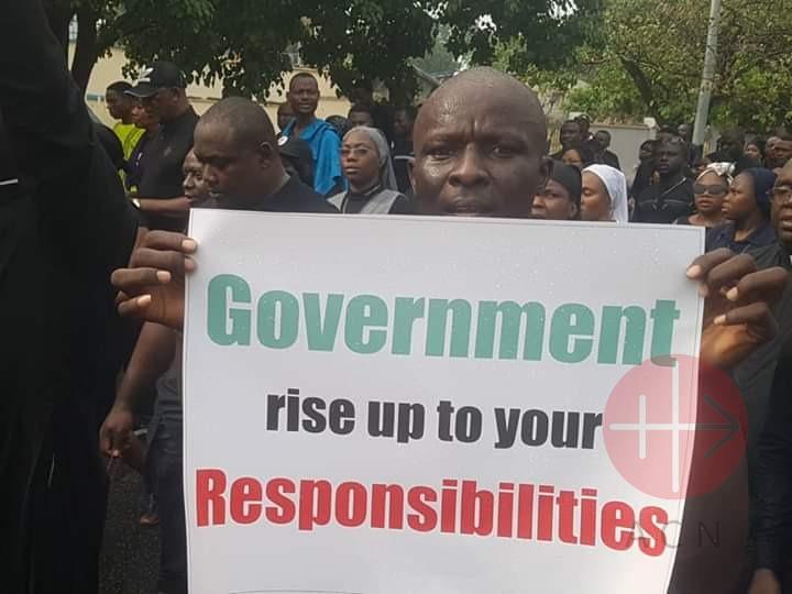 Nigeria protestas con pancarta