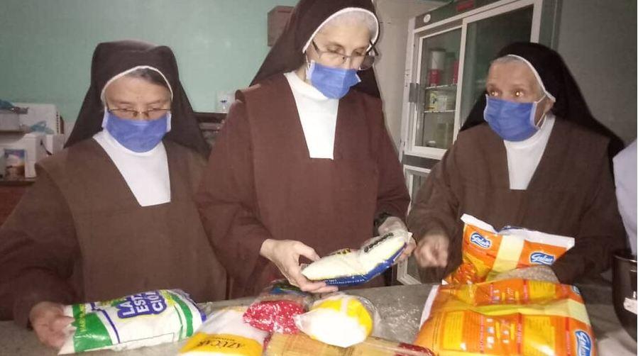Venezuela monjitas con bolsas de comida