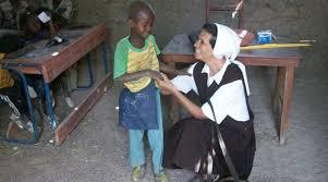 Colombia hermana gloria narvaez comversa con un niño