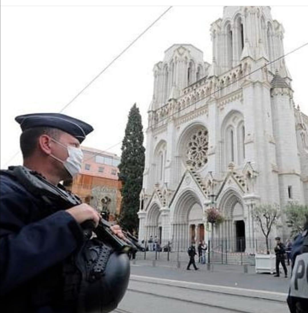 Francia Niza iglesia Notre Dame custodiada
