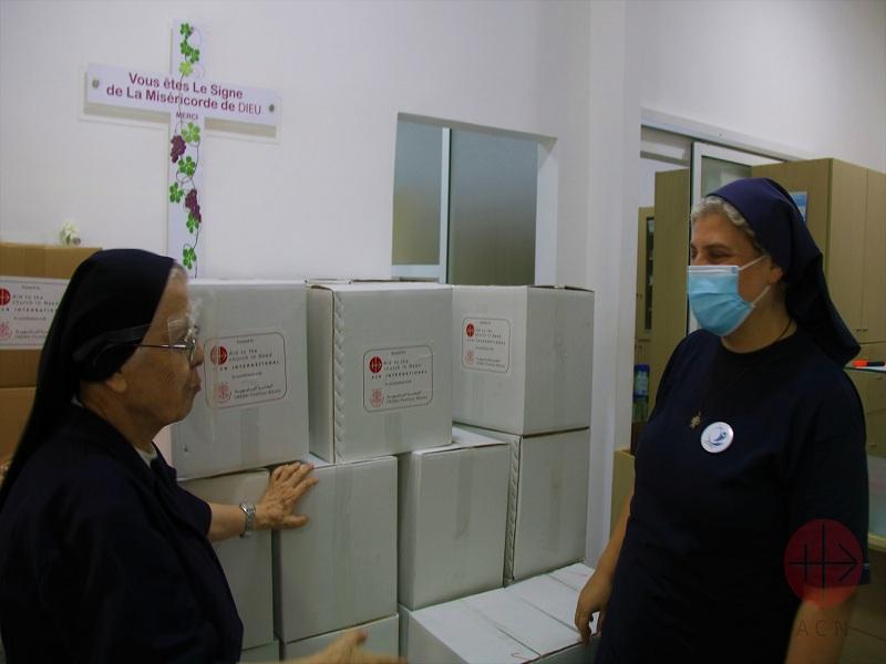 Líbano religiosas con cajas de comida web