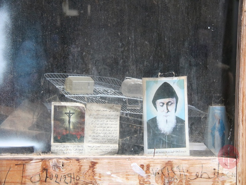 Líbano san charbel en una ventana web
