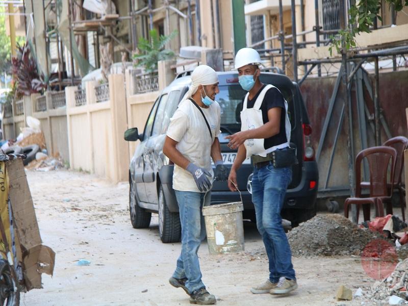 Líbano trabajando entre los escombros con mascarillas web