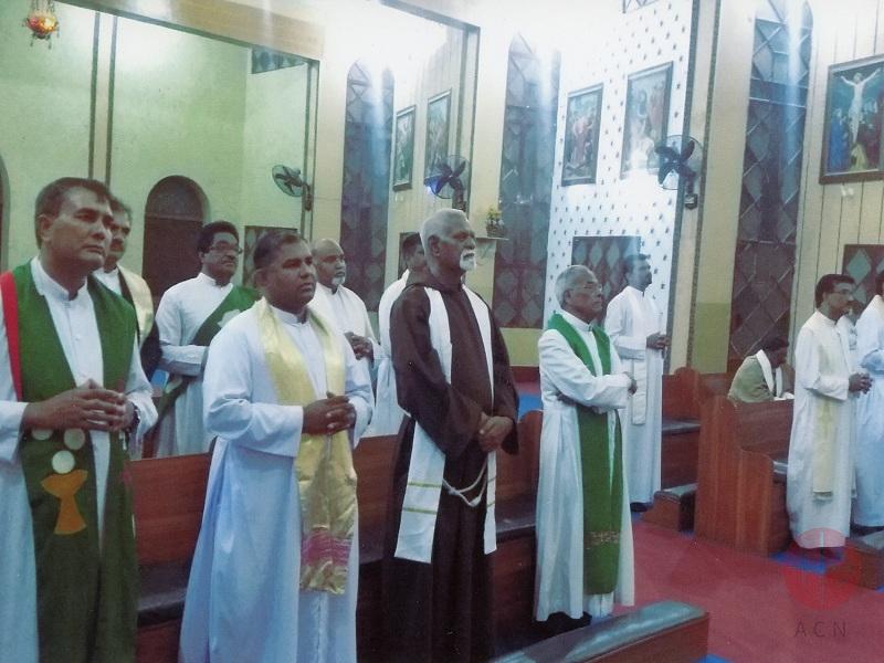 Pakistan retrato de los 45 sacerdotes diocesanos Faisalabad web