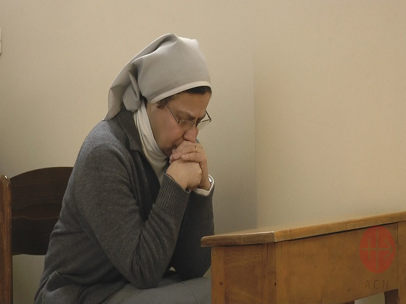 Siria hermana Annie Demerjian rezando web