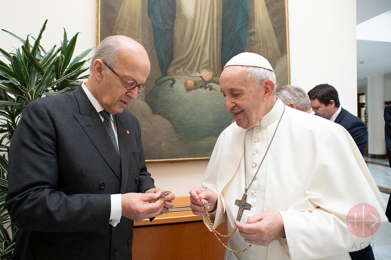 papa con rosario