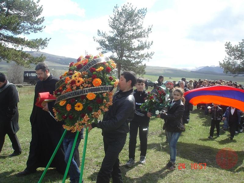 Armenia procesión por las víctimas del genocidio web