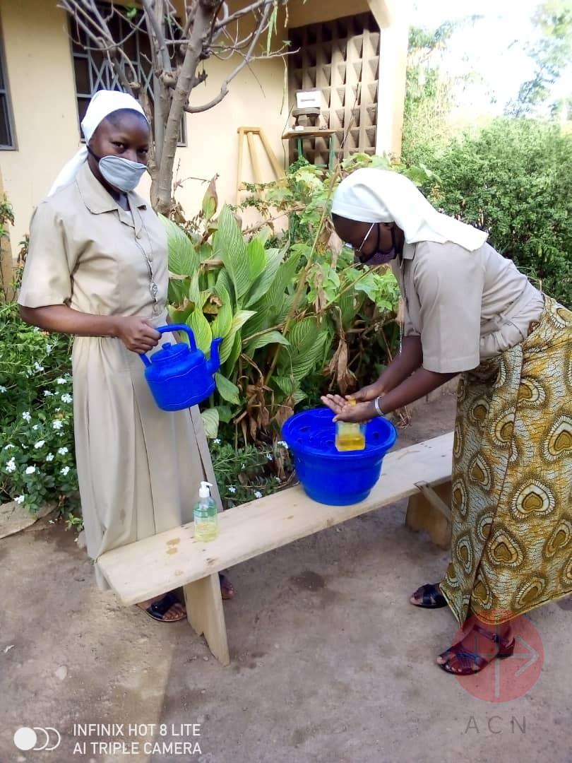 Burkina lavandose las manos