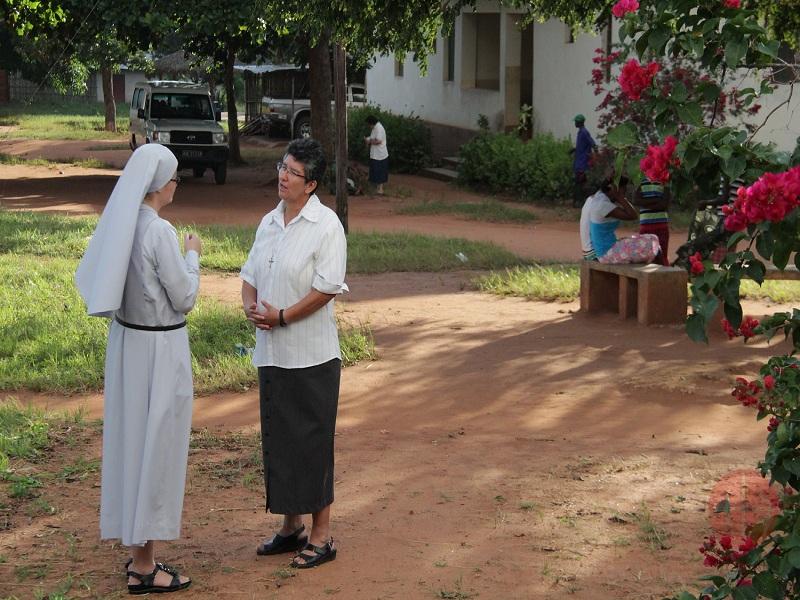 Mozambique hermana Nubia con otra religiosa web