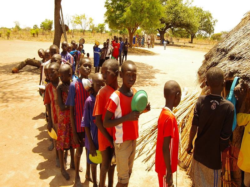 Sudan del Sur cola para recibir comida web